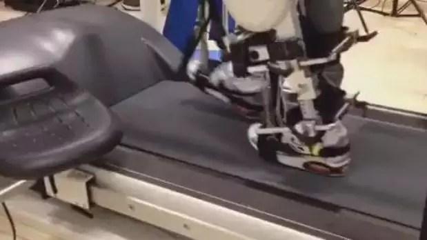 Em teste, paciente controla exoesqueleto com o cérebro