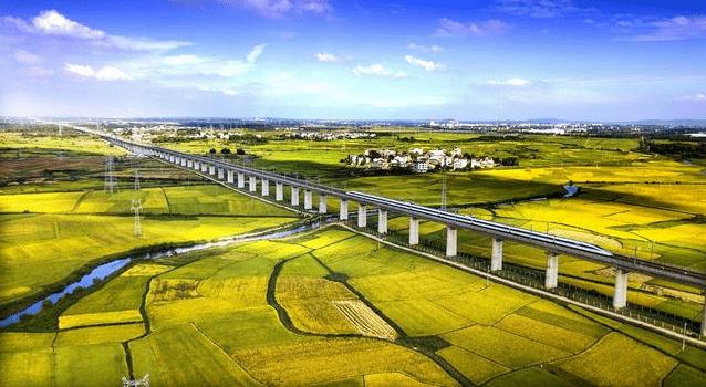 中國修建全長2300公里高鐵,沿途經過6個省份,有你家鄉嗎