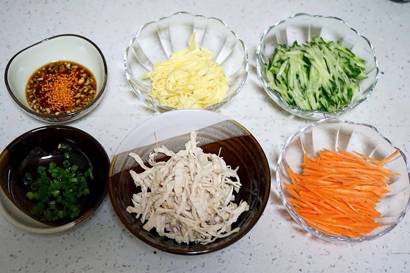 原創             「清爽雞絲涼麵」的做法+配方,很適合夏季消暑又開胃的絕佳美食