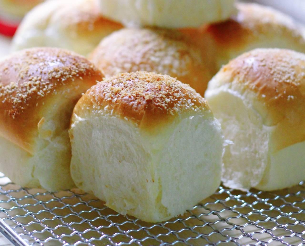 原創  【乳酪椰蓉小餐包】的做法+配方,簡簡單單的椰蓉小餐包,超級軟