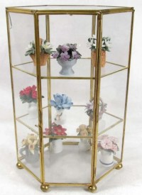 338: SMALL GLASS DISPLAY CASE W/ MINIATURE PORCELAIN FL ...