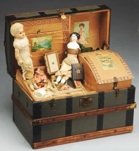 1308 Antique Doll Trunk And Contents Lot 1308