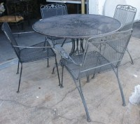 61: VINTAGE WOODARD WROUGHT IRON PATIO FURNITURE : Lot 61