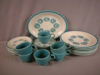 33: Fiesta HLC Casuals Hawaiian Daisy set of dinnerware