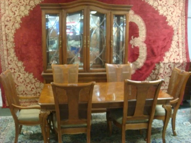 THOMASVILLE 8 Piece Pecan Dining Room Set Table With 2 Lot 273