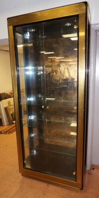 MASTERCRAFT Display Etagere Cabinet. Brass Bound : Lot 109