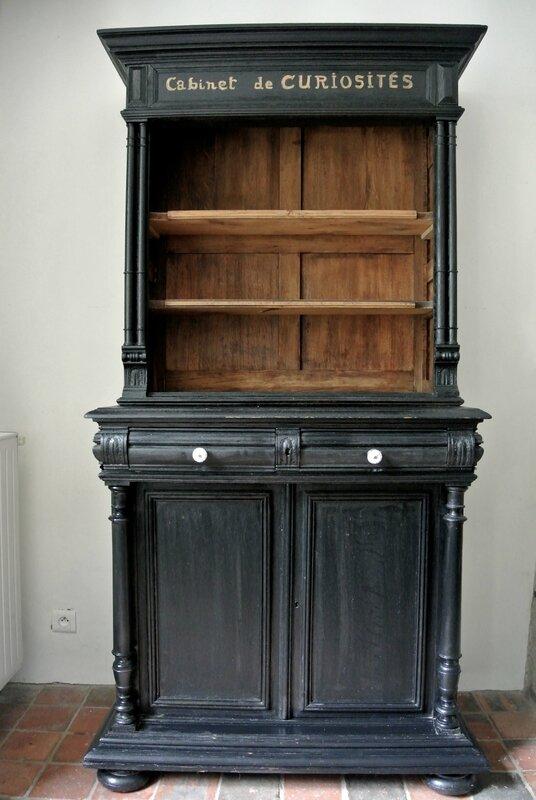 Une bibliothque Cabinet de Curiosits avec  Barbatruc et rcup