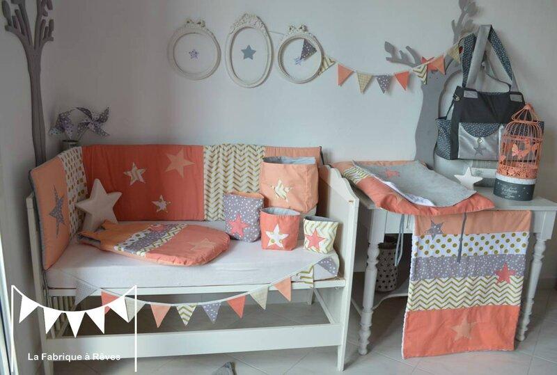 Dcoration chambre bb fille et linge de lit corail abricot  pche dor gris toiles et