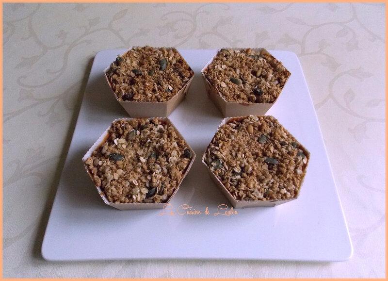Cakes-crumble-aux-pommes-raisons-et-g1