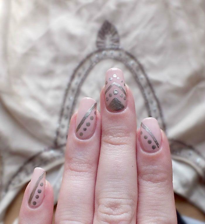 nailsorming-vetements-robe-promod-broderies-elf-rose-pale-dean-nailmatic (1)