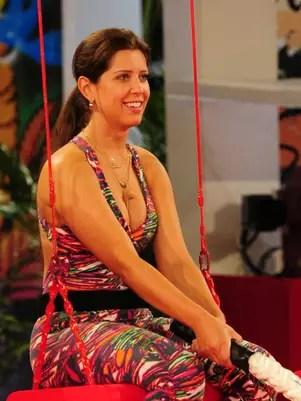 A esteticista brincou com o affair em conversa na piscina da casa Foto: TV Globo / Divulgação