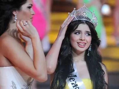Elmira chora ao ser coroada Miss Rússia, no último sábado Foto: AFP