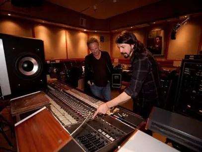 Em 'Cidade do Som', Dave Grohl revisita a história de Sound City, o estúdio da Cabrito Road, em Los Angeles, por onde passou boa parte da história da música pop contemporânea Foto: Divulgação