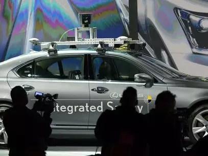 Montadoras como a Toyota também desenvolvem protótipos de carros sem motorista Foto: AFP