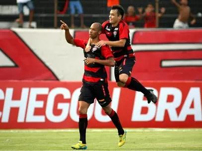 Dinei iniciou a reação do Vitória em contra-ataque e fez seu gol no primeiro tempo Foto: Edson Ruiz / Gazeta Press