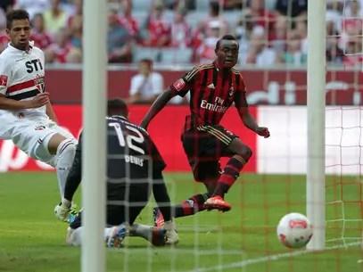 Kinsley Boateng chuta entre as pernas de Denis para marcar o único gol da partida Foto: AP