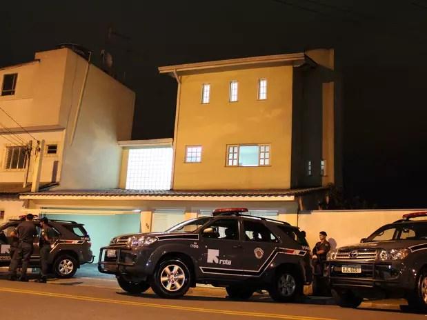 Policiais militares apreenderam mais de meia tonelada de cocaína na tarde deste sábado em uma mansão localizada no centro de Arujá, na região metropolitana de São Paulo Foto: Edison Temoteo / Futura Press