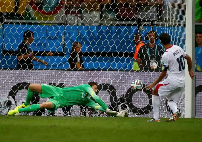 goleiro-Krul-Holanda-pega-pênalti-na-Copa-FuteRock