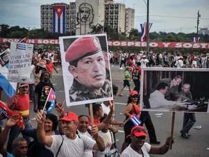 Los trabajadores cubanos marcharon en La Habana llamados a homenajear al fallecido mandatario venezolano Hugo Chávez. Foto: AFP