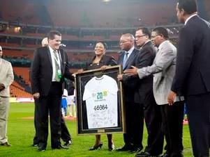 Jogo teve homenagem a Mandela antes do apito inicial Foto: Jefferson Bernardes / Vipcomm