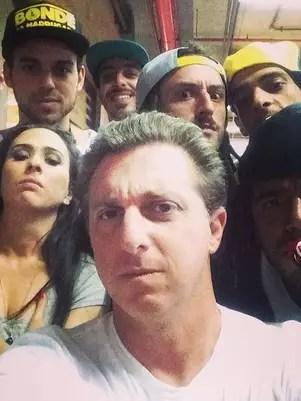 Luciano Huck postou uma foto durante gravação do 'Caldeirão' Foto: Instagram / Reprodução