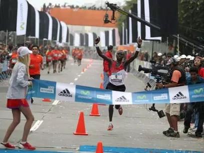 https://atletismodefondo.wordpress.com/Isaac Kimaiyo, ganador de la Maratón Movistar Lima 42k 2012. Foto: Gentileza