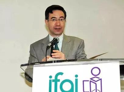 La negativa en el IFAI para abrir el expediente de la Procuraduría se dio con el voto del actual presidente, Gerardo Laveaga. Foto: Archivo