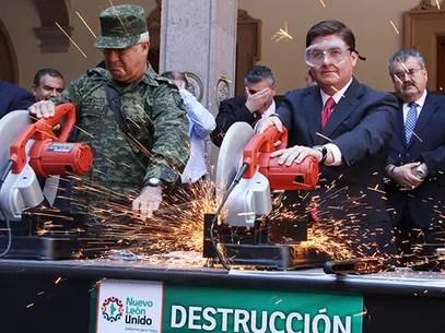 Autoridades militares y civiles integran el módulo de canje instalado en la planta baja del Palacio Municipal de Monterrey Foto: Especial / Terra