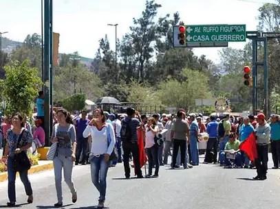 Los maestros de la Ceteg han realizado cierres de avenidas y otras manifestaciones en protesta por la reforma en materia de educación. Foto: Reforma