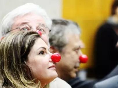 Os vereadores oposicionistas Patrícia Bezerra (PSDB), Gilberto Natalini (PV) e Mário Covas Neto (PSDB) utilizam nariz de palhaço durante a sessão Foto: Vagner Magalhães / Terra