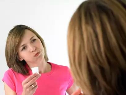 Mais da metade dos adultos britânicos usam regularmente enxaguantes bucais Foto: Getty Images