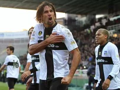 Amauri negou que está de saída do Parma e disse que não tem interesse em retornar o futebol brasileiro para defender o Botafogo Foto: Getty Images
