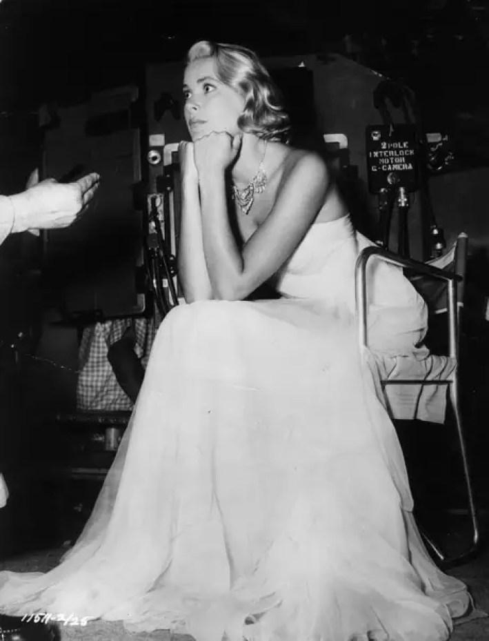 Los vestidos palabra de honor distinguían a Grace Kelly.