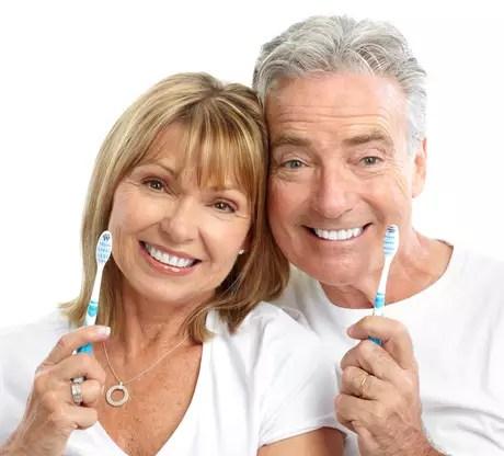 Geralmente a saúde bucal na terceira idade é um reflexo de como você cuidou da sua boca a vida inteira