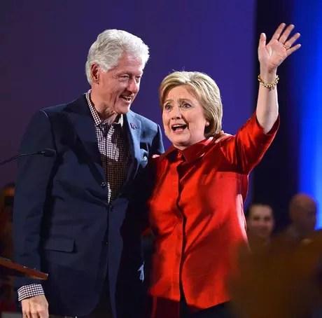 Hillary Clinton comemora vitória apertada no caucus Democrata estado de Nevada