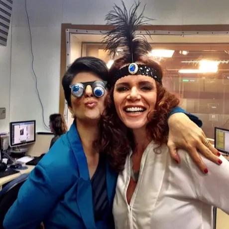 Num carnaval na GloboNews, com a então colega de emissora Mariana Godoy (Foto: Reprodução/@leilaneneubarth)