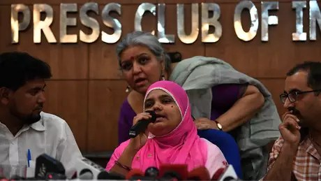 Bilkis Bano deu entrevistas em Nova Déli depois da decisão da Justiça