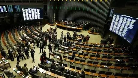 Dos deputados federais investigados pela Lava Jato, 80% votaram pelo impeachment de Dilma Rousseff