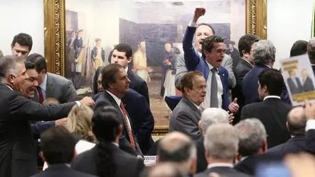 Temer quer garantir votos para barrar na Câmara a denúncia por corrupção passiva apresentada Procurador-Geral da República, Rodrigo Janot