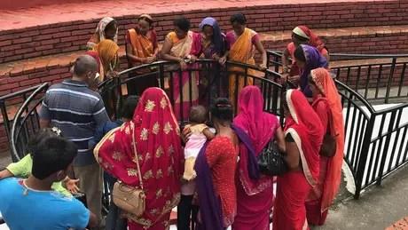 Na Índia, 90% dos casamentos são entre pessoas da mesma casta. Os outros 10% são entre pessoas de castas próximas em termos hierarquicos.