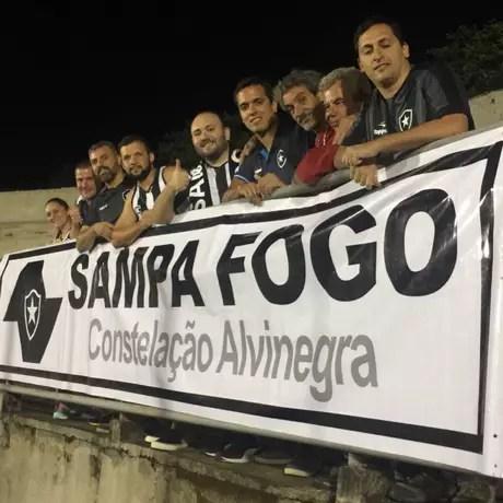 Torcida do Botafogo em Capivari para acompanhar a vitória na Copinha (Foto: Divulgação/Botafogo)