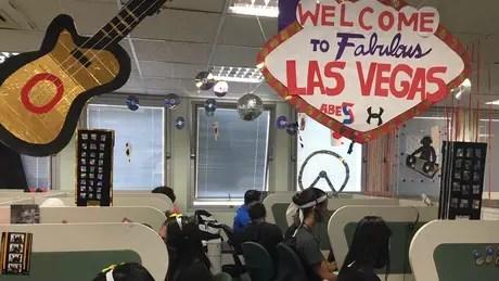 Call center em São Paulo promove campanhas temáticas para tentar manter atendentes motivados