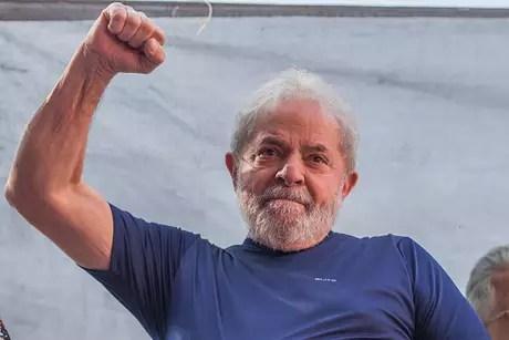 Lula é o candidato do PT à Presidência, mesmo preso em Curitiba desde abril