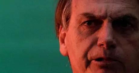 O candidato à Presidência Jair Bolsonaro (PSL) permanece em estado estável na unidade de cuidados semi-intensivos, mas teve a alimentação oral suspensa momentaneamente