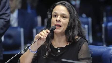 Janaina Paschoal no julgamento do impeachment de Dilma Rousseff em 2016; ela foi eleita deputada estadual em SP com votação recorde