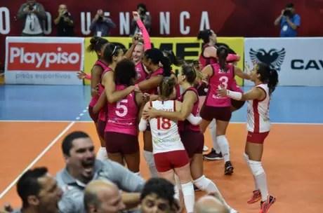 Osasco comemora classificação para a final após duas vitórias sobre o Barueri (Foto: João Pires/Fotojump)