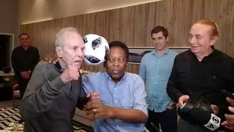 Éder Jofre e Pelé se encontram em Santos