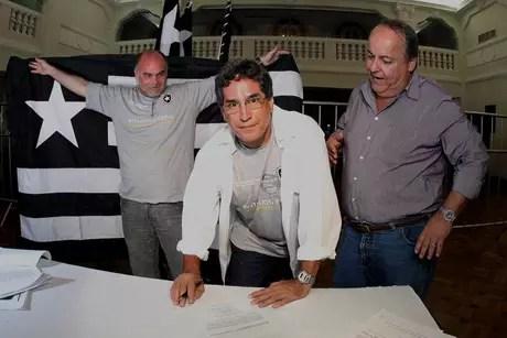 Paulo Mendes (ao centro) na época em que trabalhou na gestão de Assumpção (Foto: Fernando Soutello/AGIF)