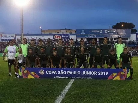 O sub-20 do Coelho chegou à ultima rodada precisando vencer para se classificar e conseguiu a vaga ao vencer São Carlos- Divulgação América-MG