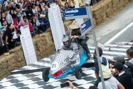 "Equipe ""Papaterra"" percorreu350 metros em 35 segundos (Foto: Marcelo Maragni/Red Bull Content Pool)"